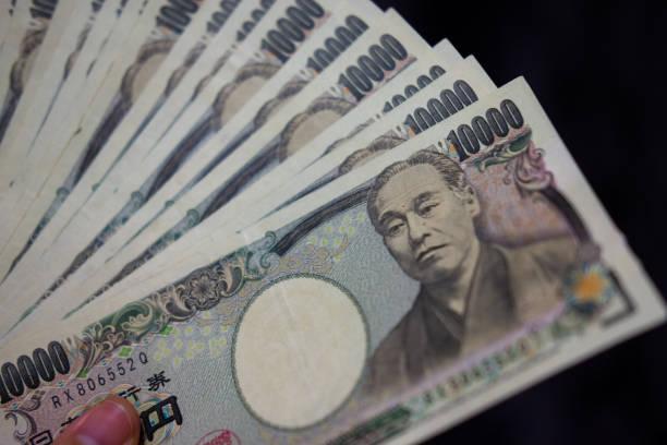 カウント円 (日本円) 1万紙幣 - 日本銀行 ストックフォトと画像