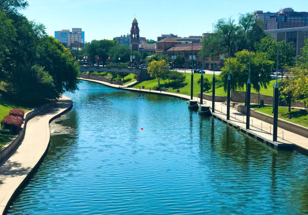 country club plaza kc brush creek - artificial reef stock pictures, royalty-free photos & images