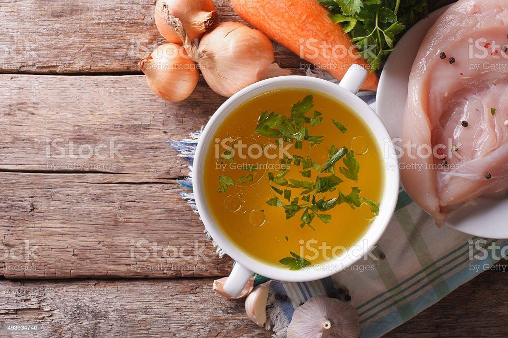 Pays restauration: Soupe de poulet et des ingrédients vue du haut - Photo