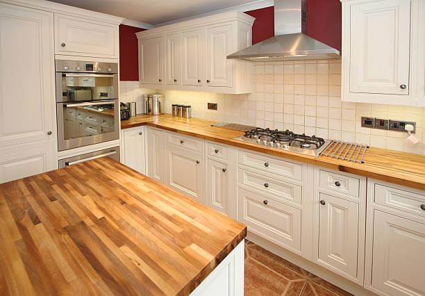 country küche innenbereich - landhausstil küche stock-fotos und bilder