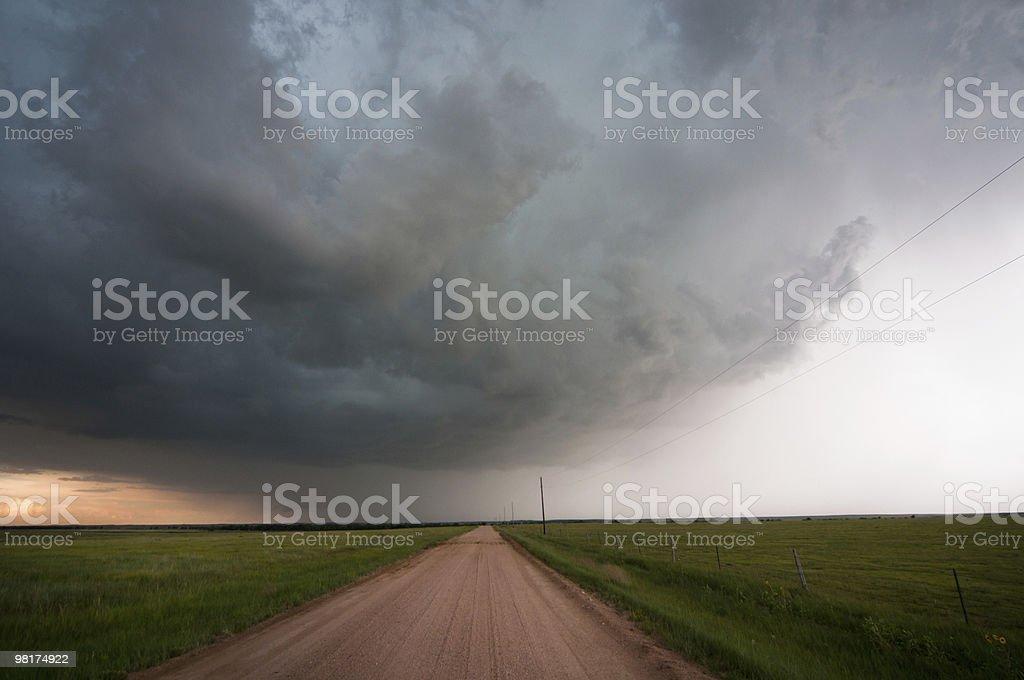 컨트리 로드 및 강력한 폭풍 royalty-free 스톡 사진
