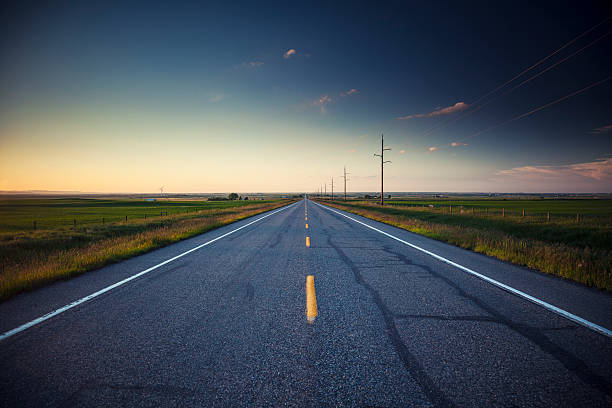 country road - zweispurige strecke stock-fotos und bilder