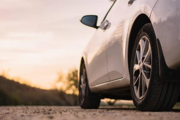 田園 road と自動車 - 車 ストックフォトと画像