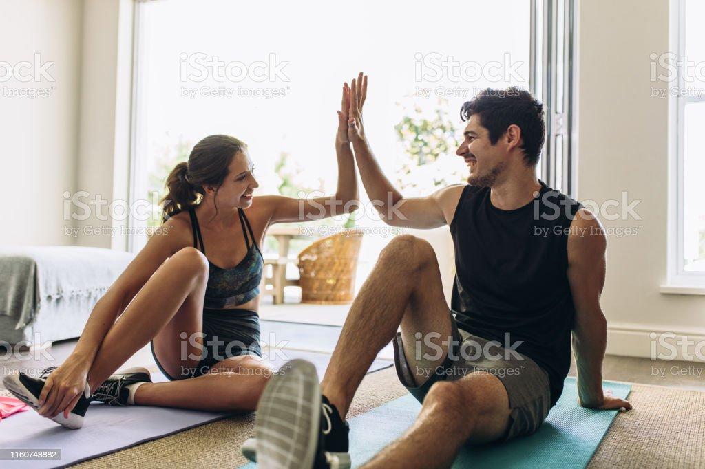 Paar nach erfolgreicher Trainingseinheit - Lizenzfrei Athlet Stock-Foto