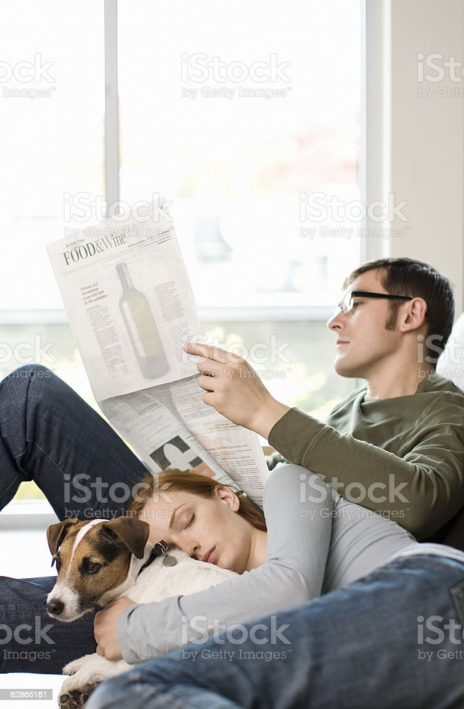 Couple and Dog on Couch royalty free stockfoto
