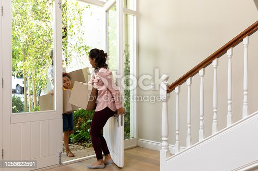 670900812 istock photo Couple and their daughter arriving in their new home 1253622591
