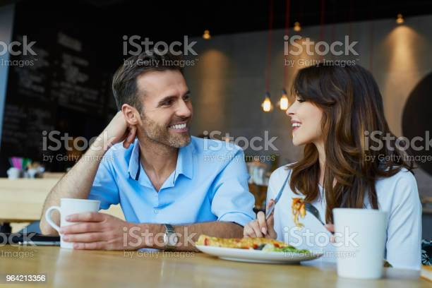 Couple at cafe talking during lunch picture id964213356?b=1&k=6&m=964213356&s=612x612&h=xpegcdquwd9dvy5jjfr8emk8pjrzqsl55atiihuuvvc=