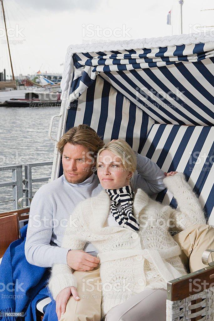 커플입니다 at 하버 royalty-free 스톡 사진