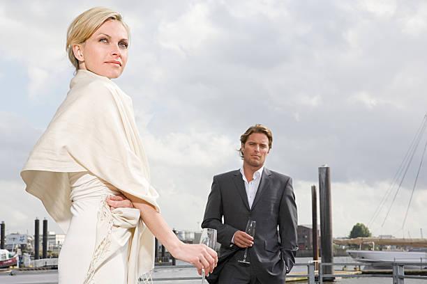 Paar im Hafen – Foto