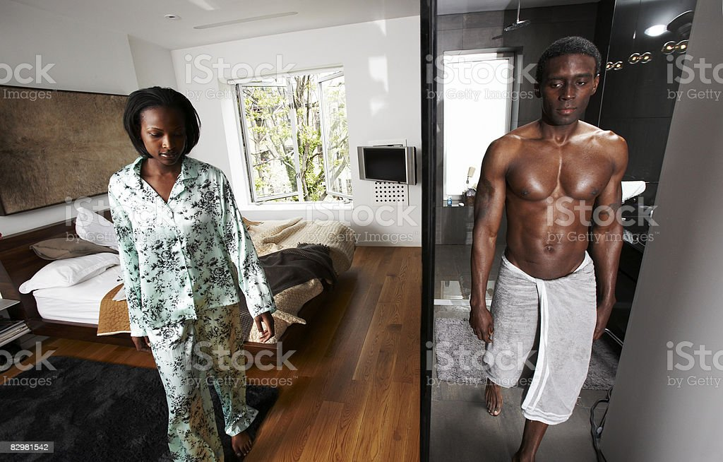 Couple at home: bedroom and bathroom royalty free stockfoto