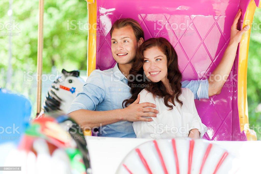 Paar im Freizeitpark Lizenzfreies stock-foto