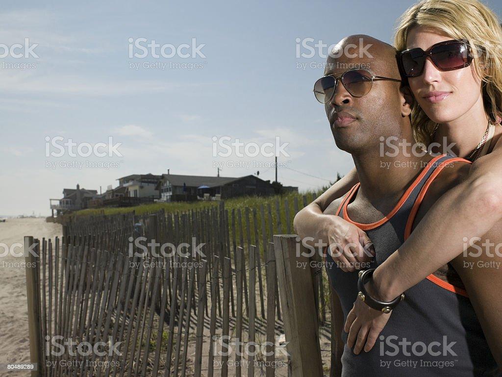 Casal na praia foto de stock royalty-free