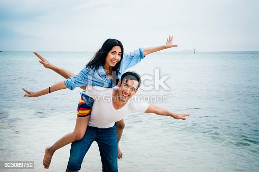 istock Couple at the beach. 923089752