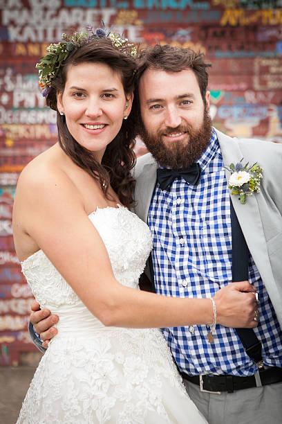 paar in hochzeit - heiratssprüche stock-fotos und bilder