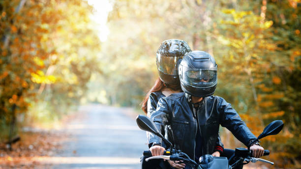 couple biker riding motorcycle - helmet motorbike imagens e fotografias de stock