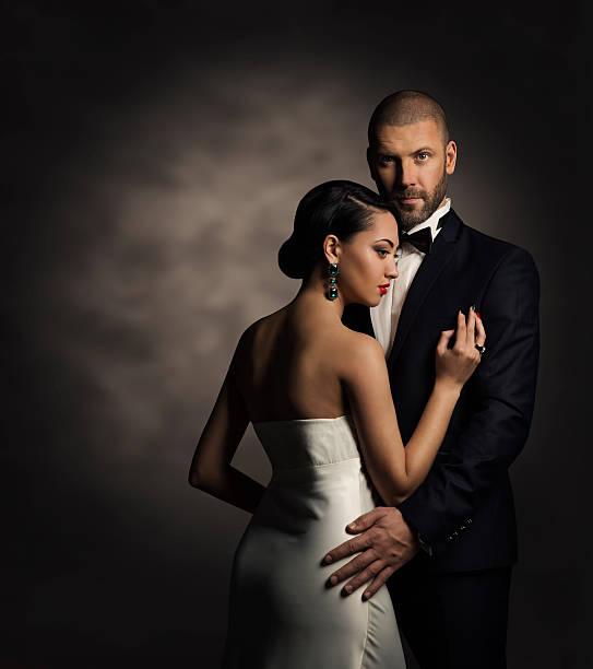paar schwarzer anzug weißen kleid, edle mode mann und frau - hochzeitsanzug herren stock-fotos und bilder