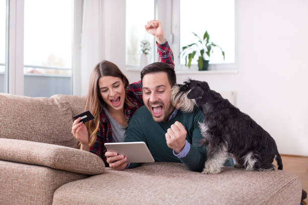 Couple buying online at home picture id1088090204?b=1&k=6&m=1088090204&s=612x612&w=0&h=q3ibvxmhwioydlzv8jiwg6vxfglhh75lvdqtalwxv9m=