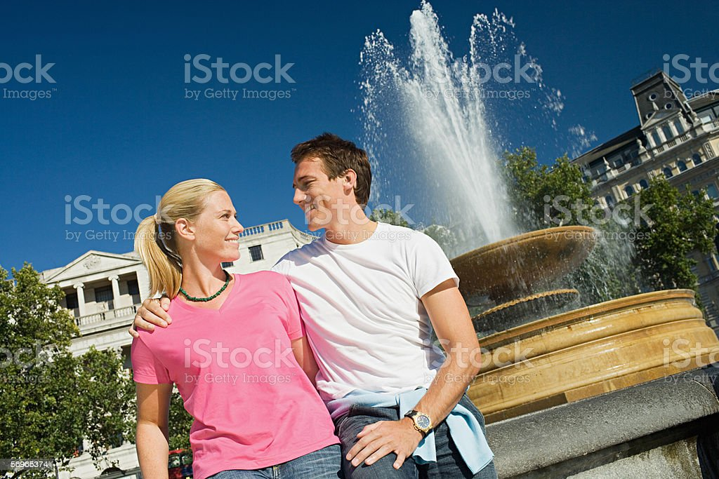 Couple by fountain in Trafalgar Square royalty-free stock photo