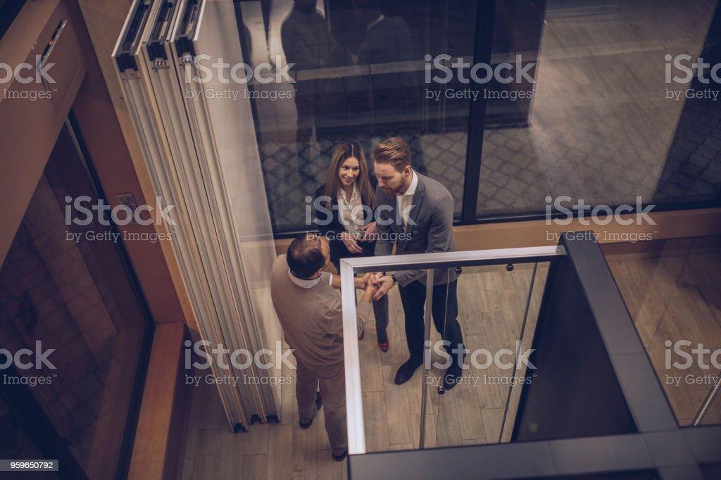 Nueva ducha de tipo de pareja en la tienda - Foto de stock de Actividad comercial libre de derechos