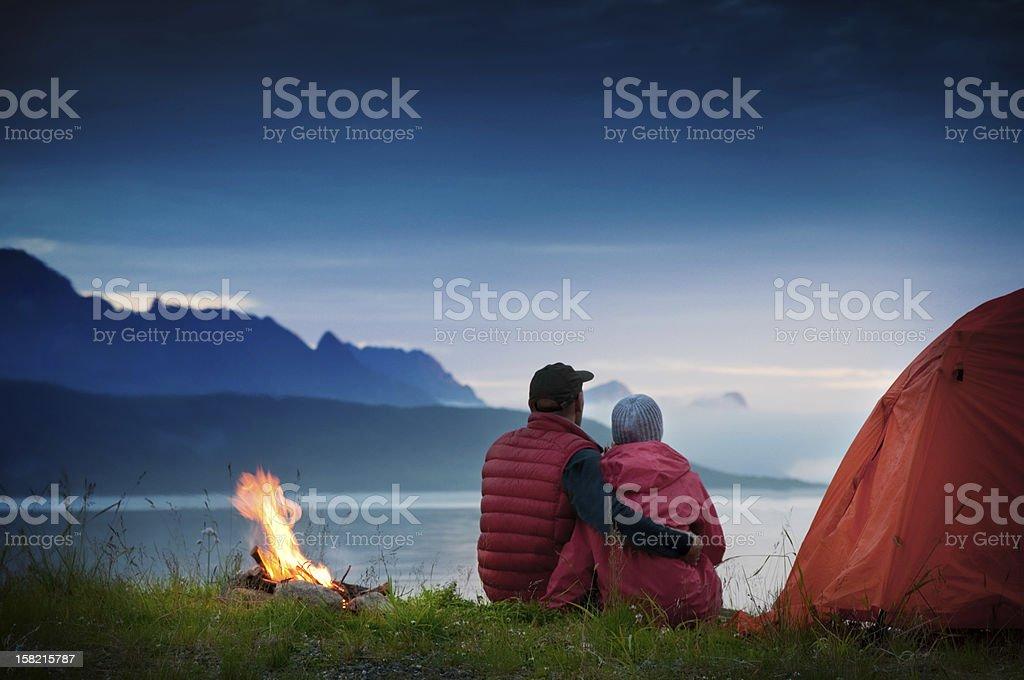 couple camping圖像檔