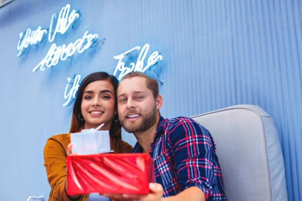 夫婦慶祝情人節 - gif 個照片及圖片檔