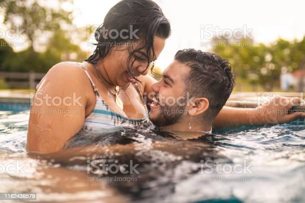 piscină dating)