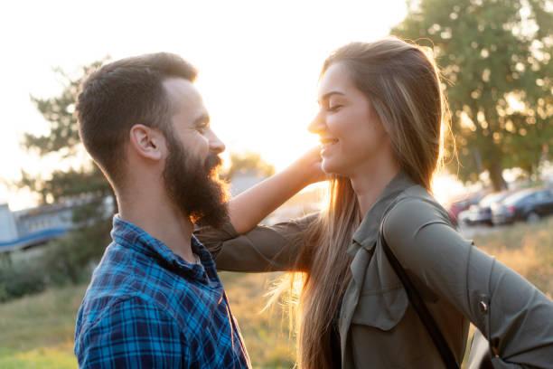 Paar aus dem Gespräch genießen – Foto