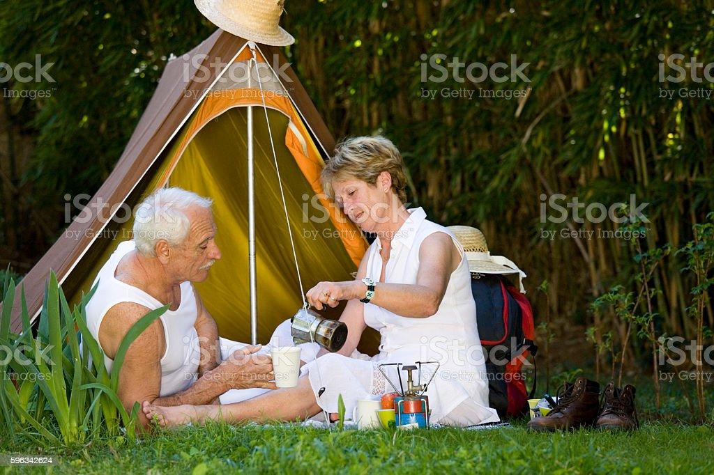 couple de sénior qui campe royalty-free stock photo