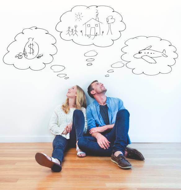 çift, aile, zenginlik ve seyahat hayal ediyor. - rüya görmek stok fotoğraflar ve resimler
