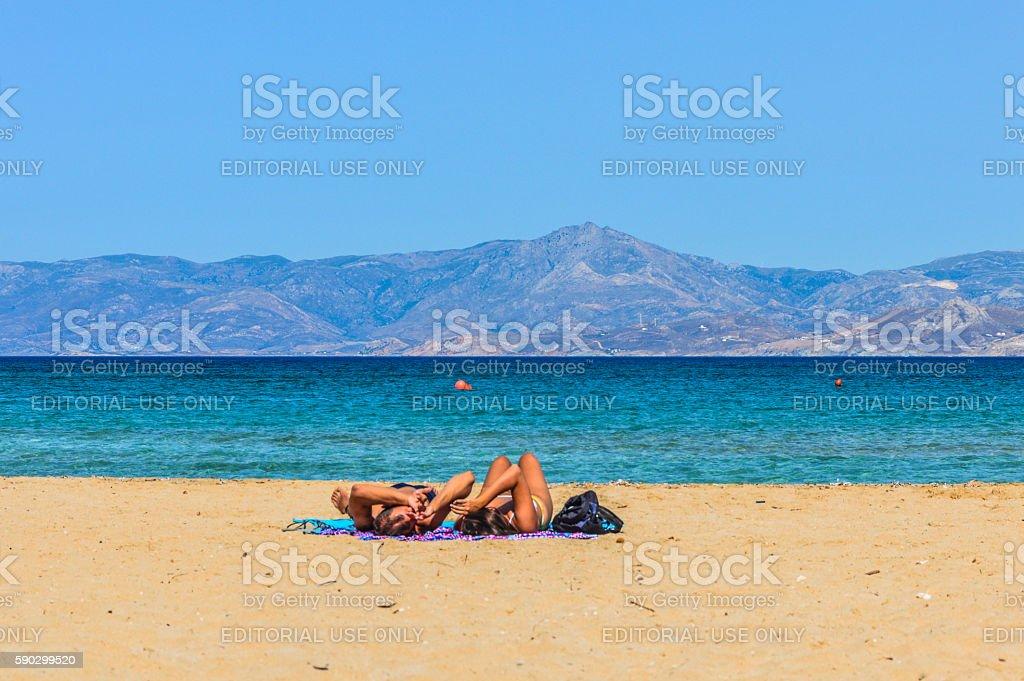 Couple enjoying beautiful beach and tropical water - Paros, Greece Стоковые фото Стоковая фотография