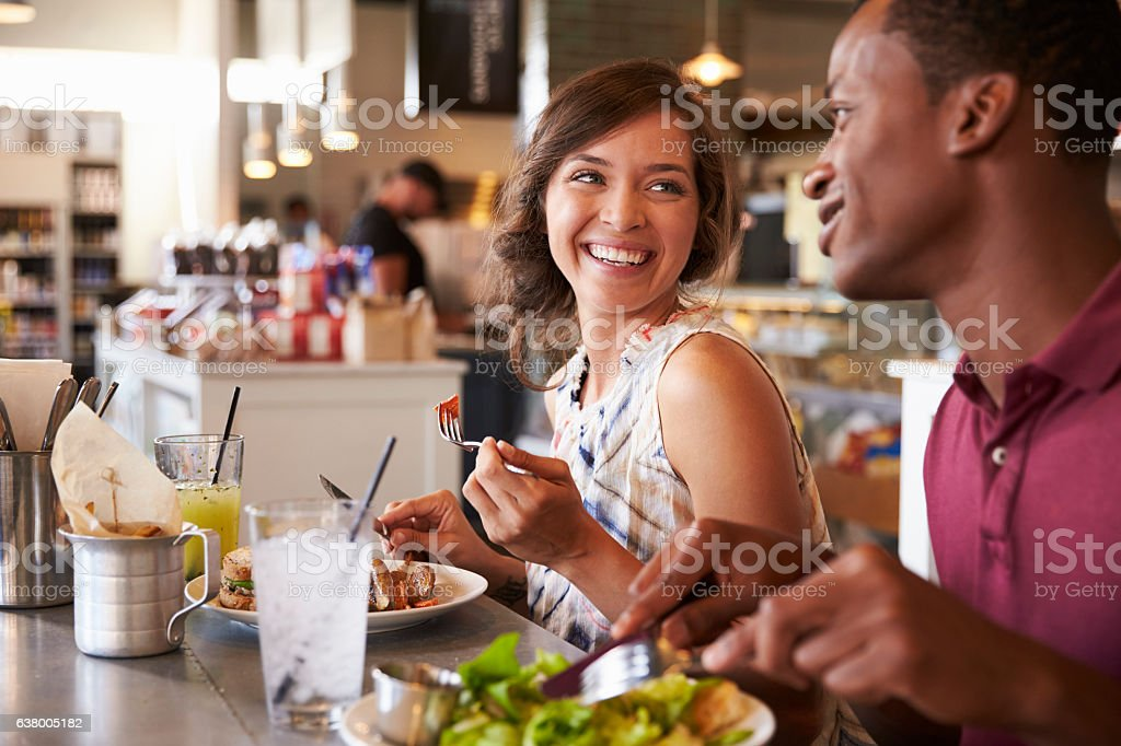 Couple Enjoying Lunch Date In Delicatessen Restaurant - foto de acervo