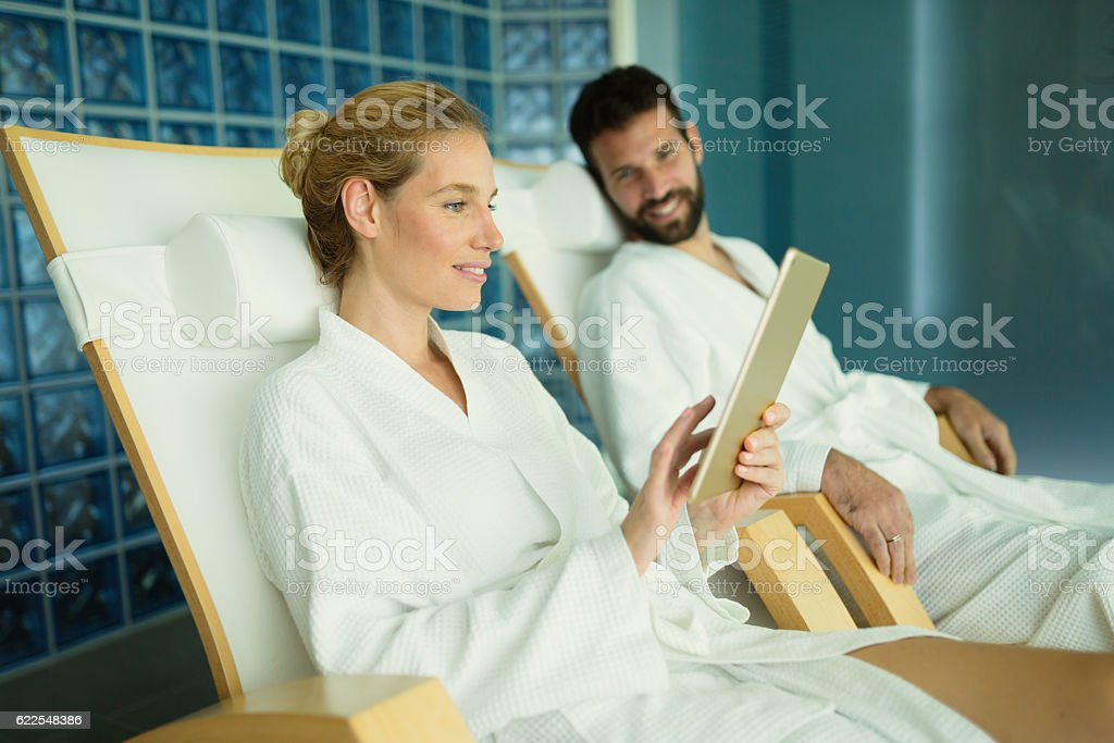 Couple enjoying spa treatments and relaxing - foto de stock