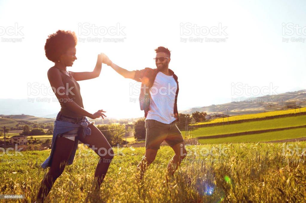자유 여행을 즐기는 커플 royalty-free 스톡 사진