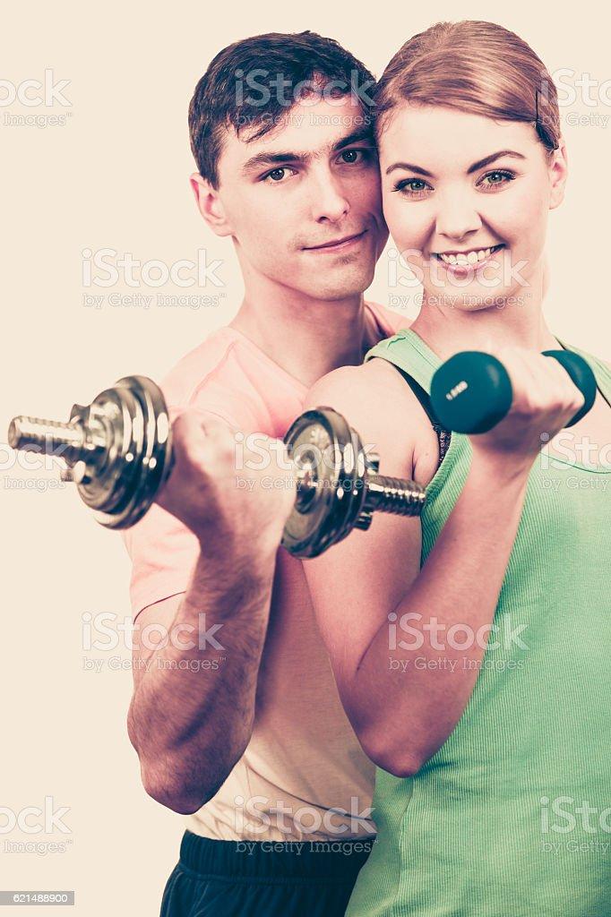 Paar Trainieren Sie mit Hanteln, Gewichte Lizenzfreies stock-foto