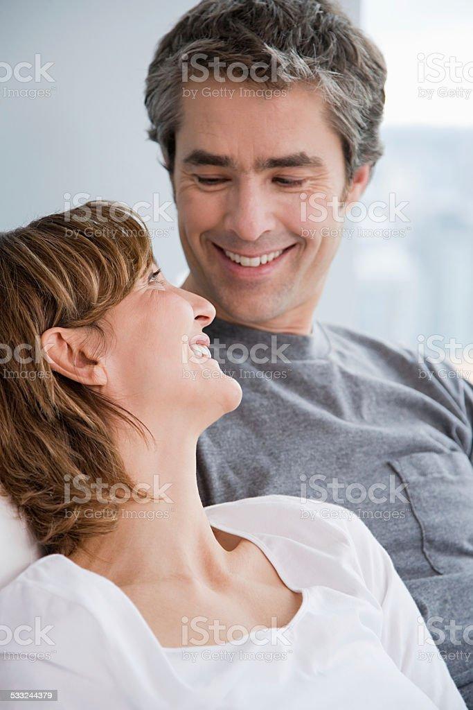 Paares Angesicht zu Angesicht – Foto