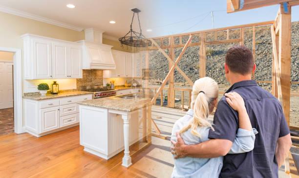 Ehepaar Bau, die die Fertigstellung der Küche – Foto