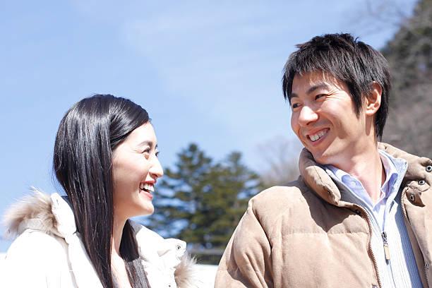couple gazing at each other - mid volwassen koppel stockfoto's en -beelden