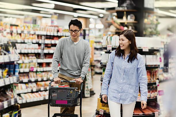 お買い物は、スーパーマーケット - スーパーマーケット 日本 ストックフォトと画像
