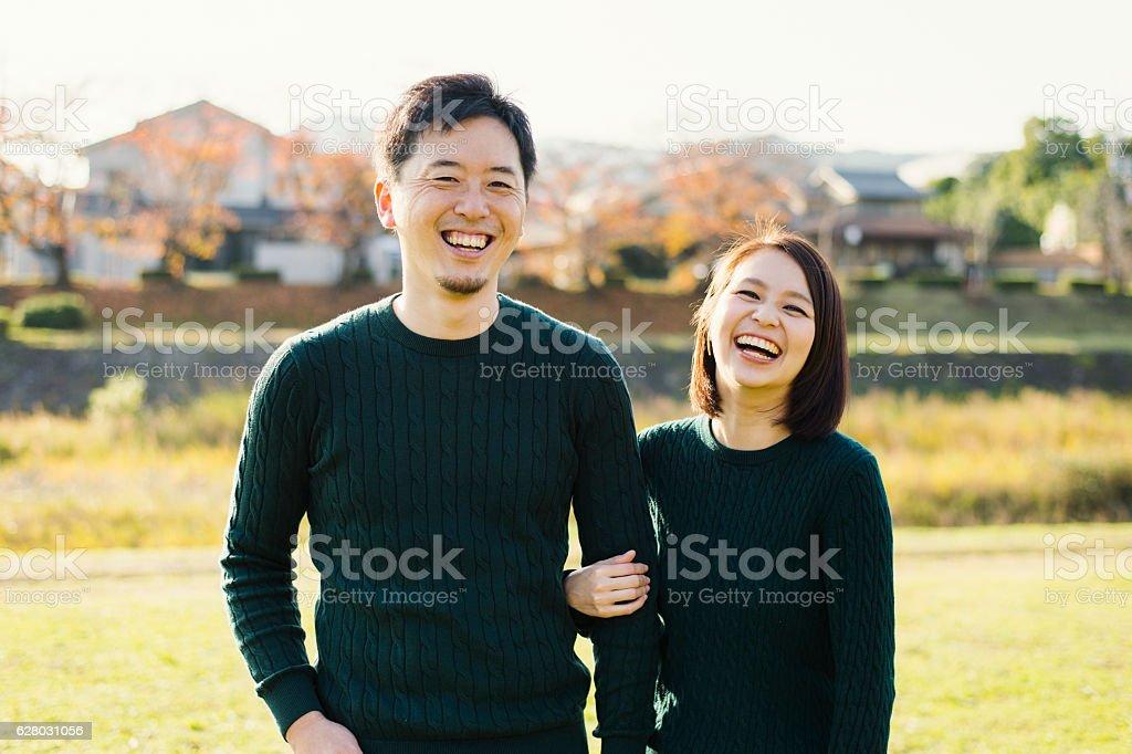 Couple having a good time in outdoors - foto de stock