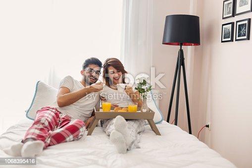 istock Couple having breakfast in bed 1068395416