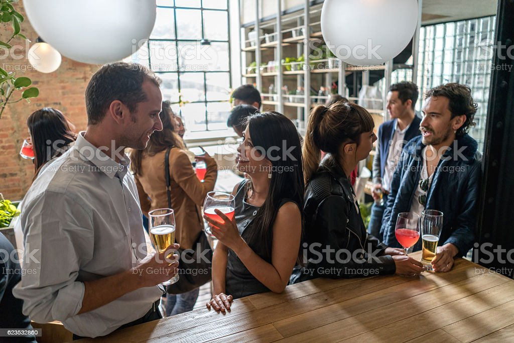 Couple having drinks after work – Foto