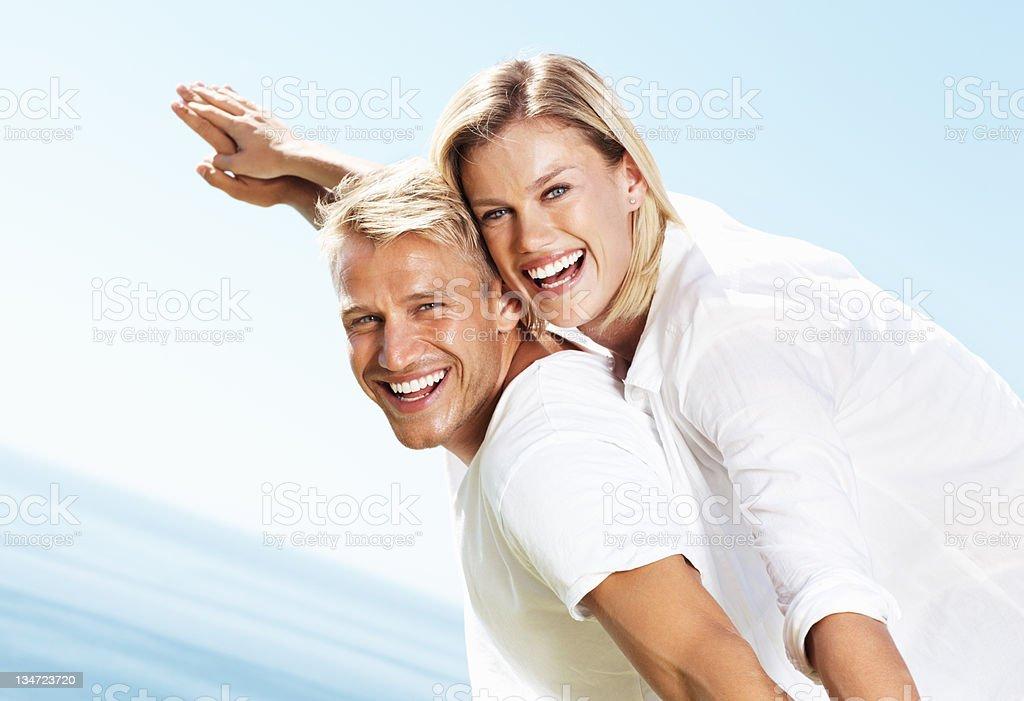 Paar, die Spaß am Urlaub Lizenzfreies stock-foto