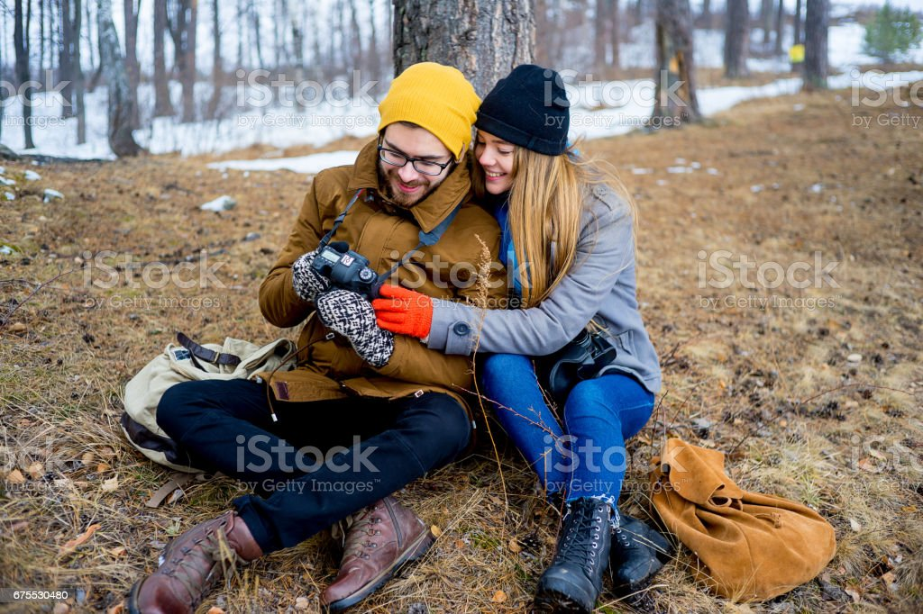 Couple hiking in forest photo libre de droits