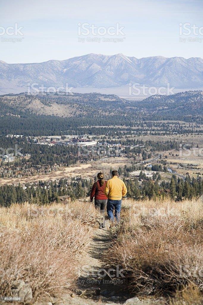 Couple hiking royalty free stockfoto