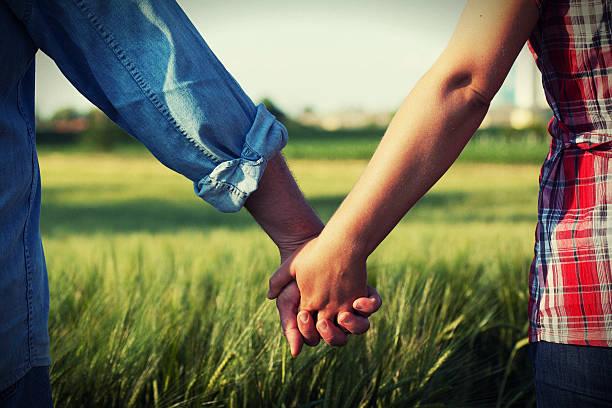Paar Hände halten – Foto
