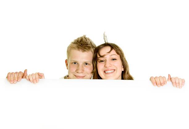 Couple tenant Panneau isolé sur blanc ou à repasser - Photo