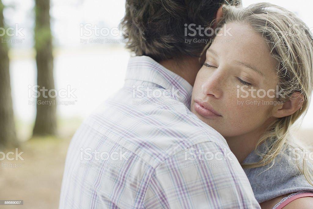 Couple se tenant photo libre de droits