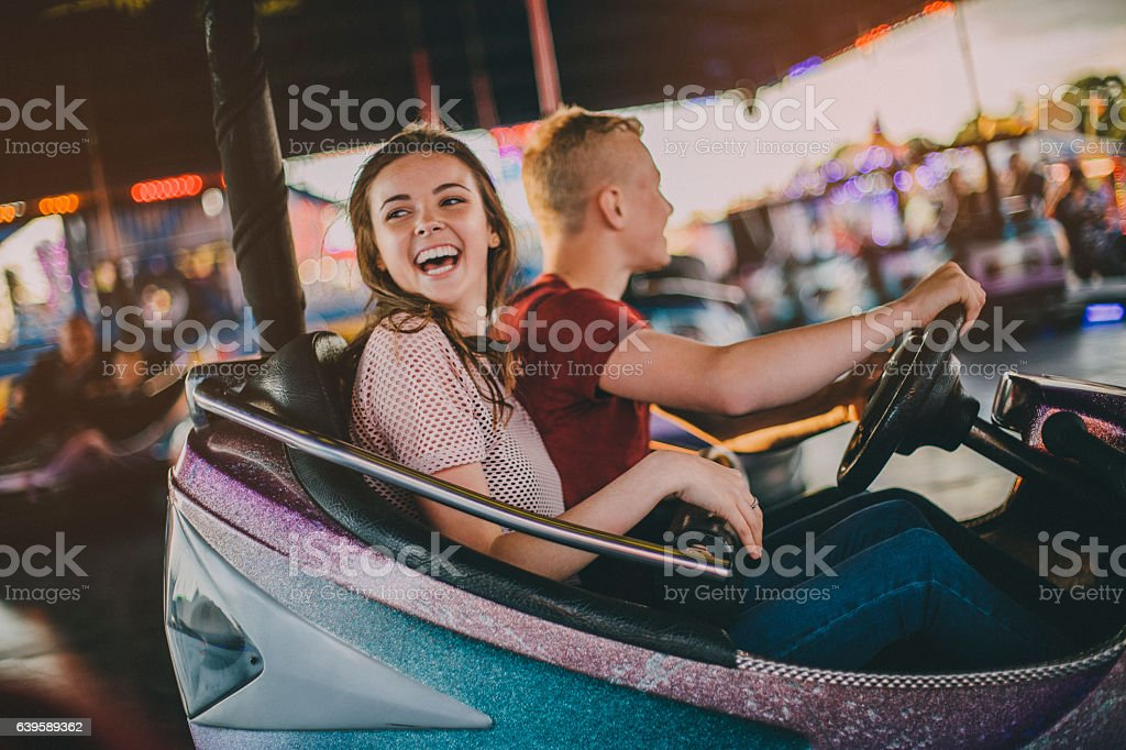 Couple in Bumper Cars – Foto