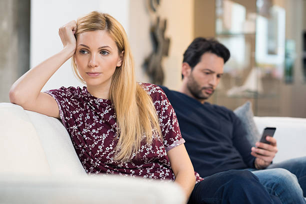 couple in crisis - couple fighting home stockfoto's en -beelden