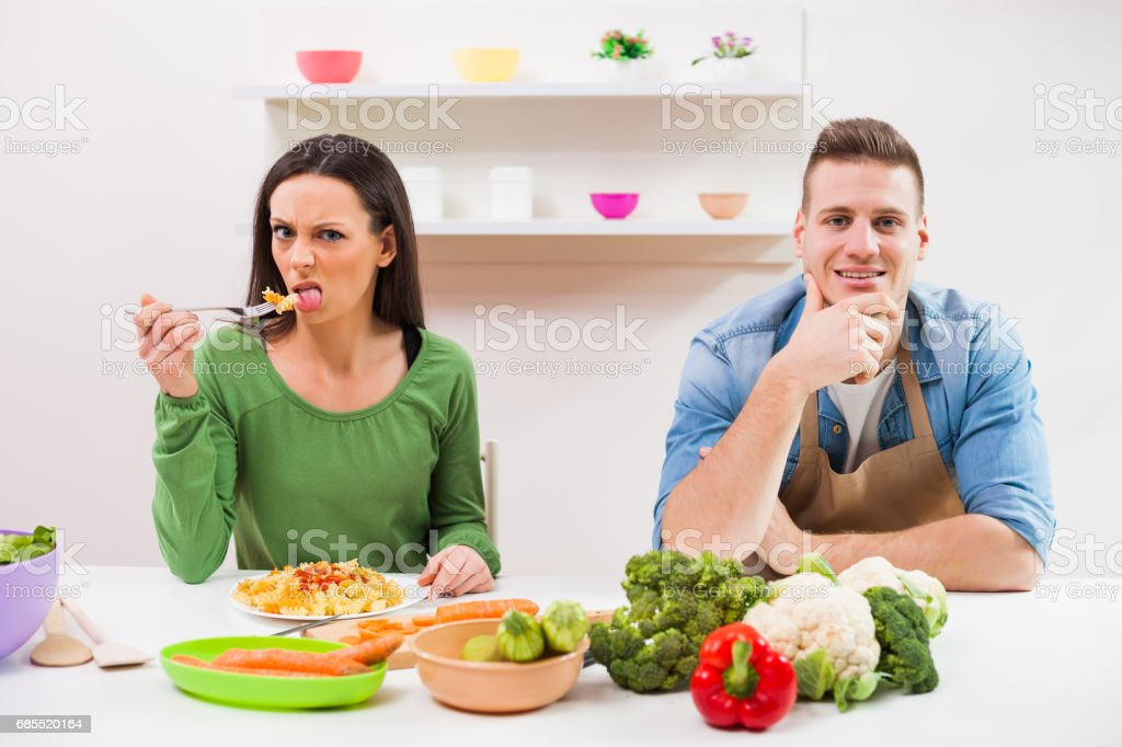 Couple in kitchen royalty-free 스톡 사진